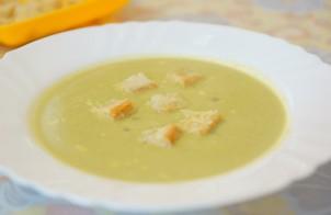 Суп-пюре из зеленого горошка на овощном бульоне