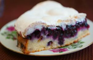 Черничный пирог с безе