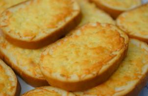 Сырные гренки с чесноком