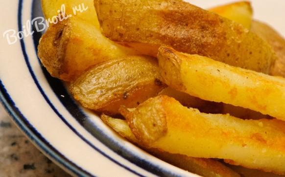 Запеченные картофельные дольки в духовке