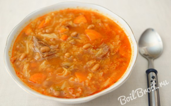 Мясной суп с фасолью и овощами