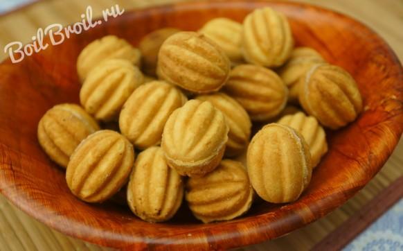 Печенье орешки в форме на газу