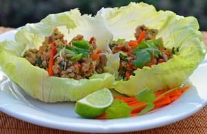 Закуска на листьях капусты