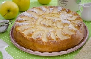 Пирог с яблоками на молоке