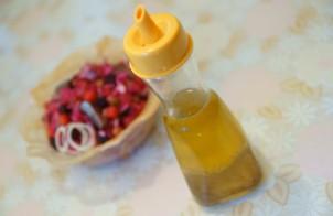 Заправка для салата с уксусом и маслом