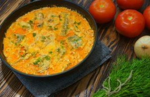 Минтай в сметане с морковью и луком