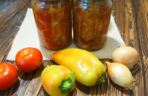 Лечо из перца и помидоров с луком