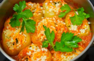 Перец фаршированный рисом и овощами