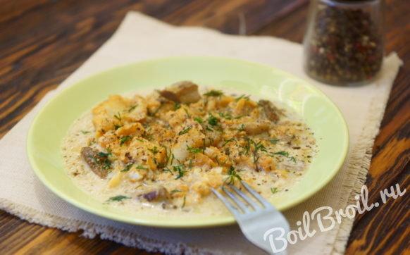 Минтай с грибами в соусе