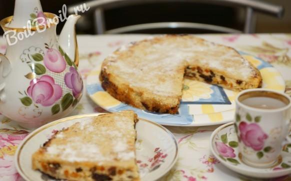 Пирог с творогом и сухофруктами