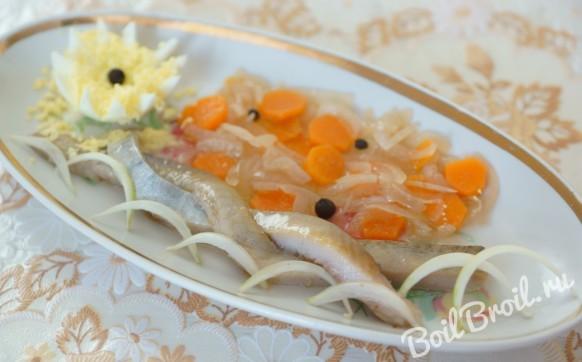 Сельдь, маринованная с овощами