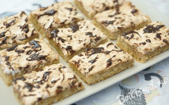 Песочное пирожное с орехами