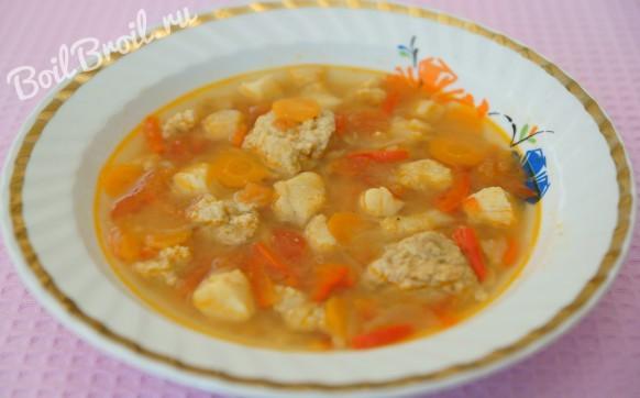Рыбный суп с клецками и помидорами
