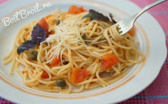Спагетти с помидорами и сыром