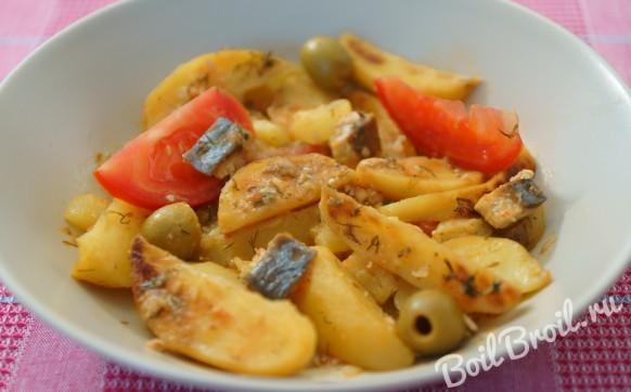 Запеченный картофель с овощами и сельдью