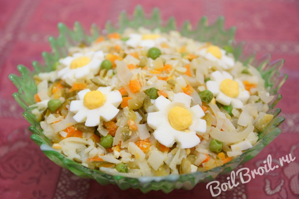 Салат из свежих кальмаров с яйцом