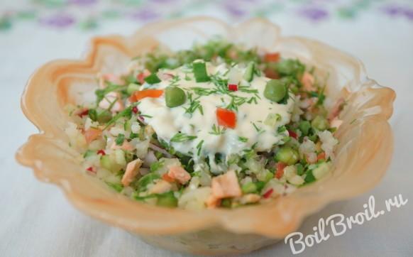 Салат с вареной красной рыбой
