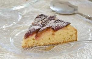 Пирог со сливами дрожжевой