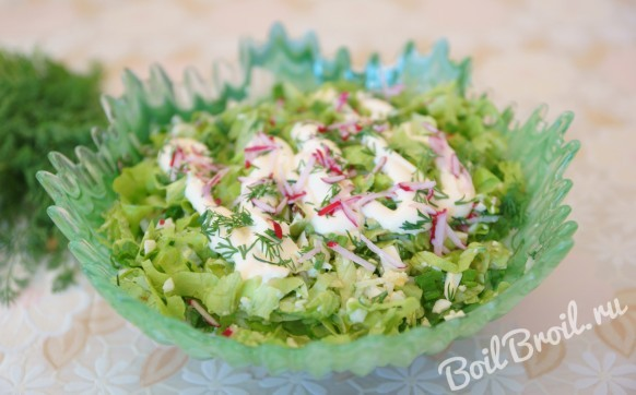 Зеленый салат с яйцом