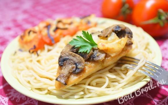 Куриное филе с грибами и помидорами