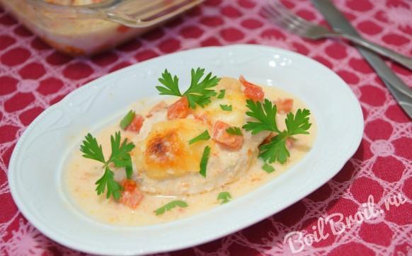 Куриное филе запеченное с помидорами и сыром
