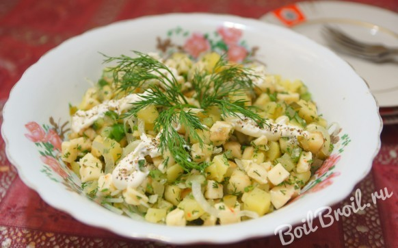 Салат из сыра, яблок и огурцов