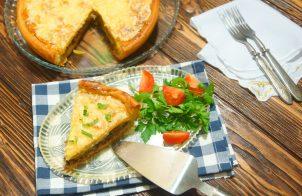 Пирог с консервой рыбной и картошкой