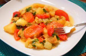 Овощное рагу с картошкой, баклажаном и кабачком